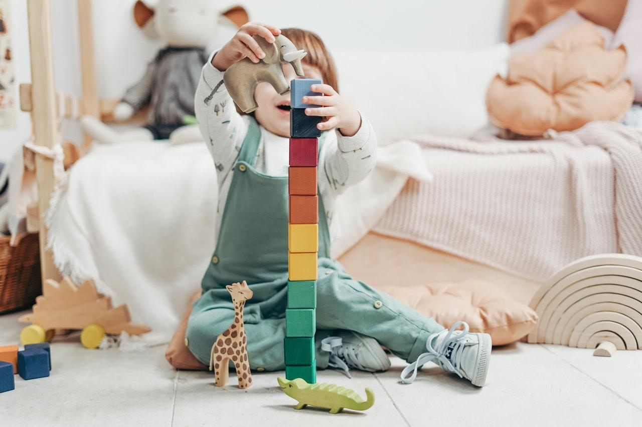 Kako pri otroku razvijati motorične veščine?